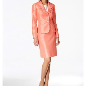 Le Suit -Exquisite Ladies Peach Dress Suit